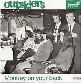 049-4 Outsiders, Monkey on your back